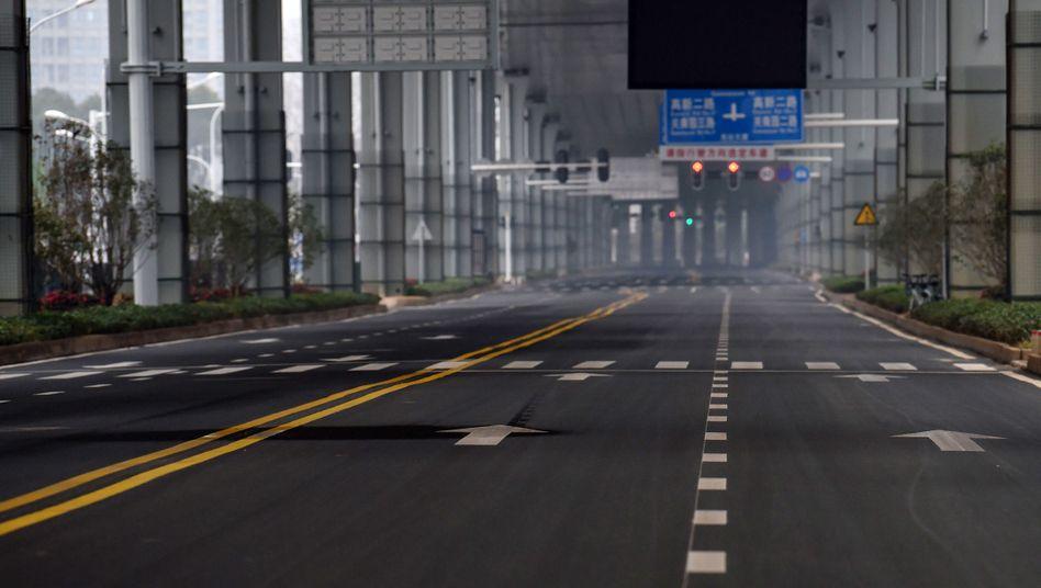Leere Straßen in Wuhan: Ab Sonntag sollen in der Elf-Millionen-Stadt weitgehend keine Autos mehr fahren