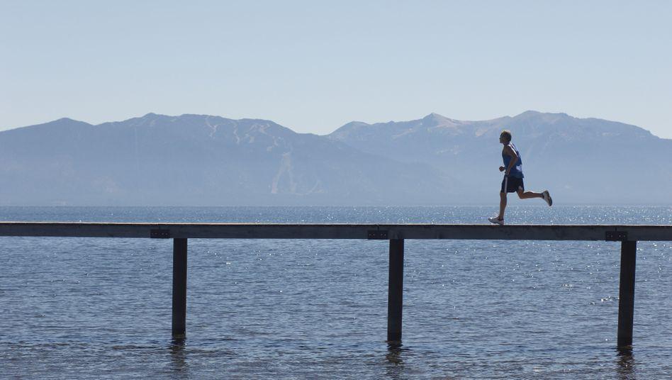 """Jogger auf einem Pier: """"Sport ist oft die beste Medizin"""""""