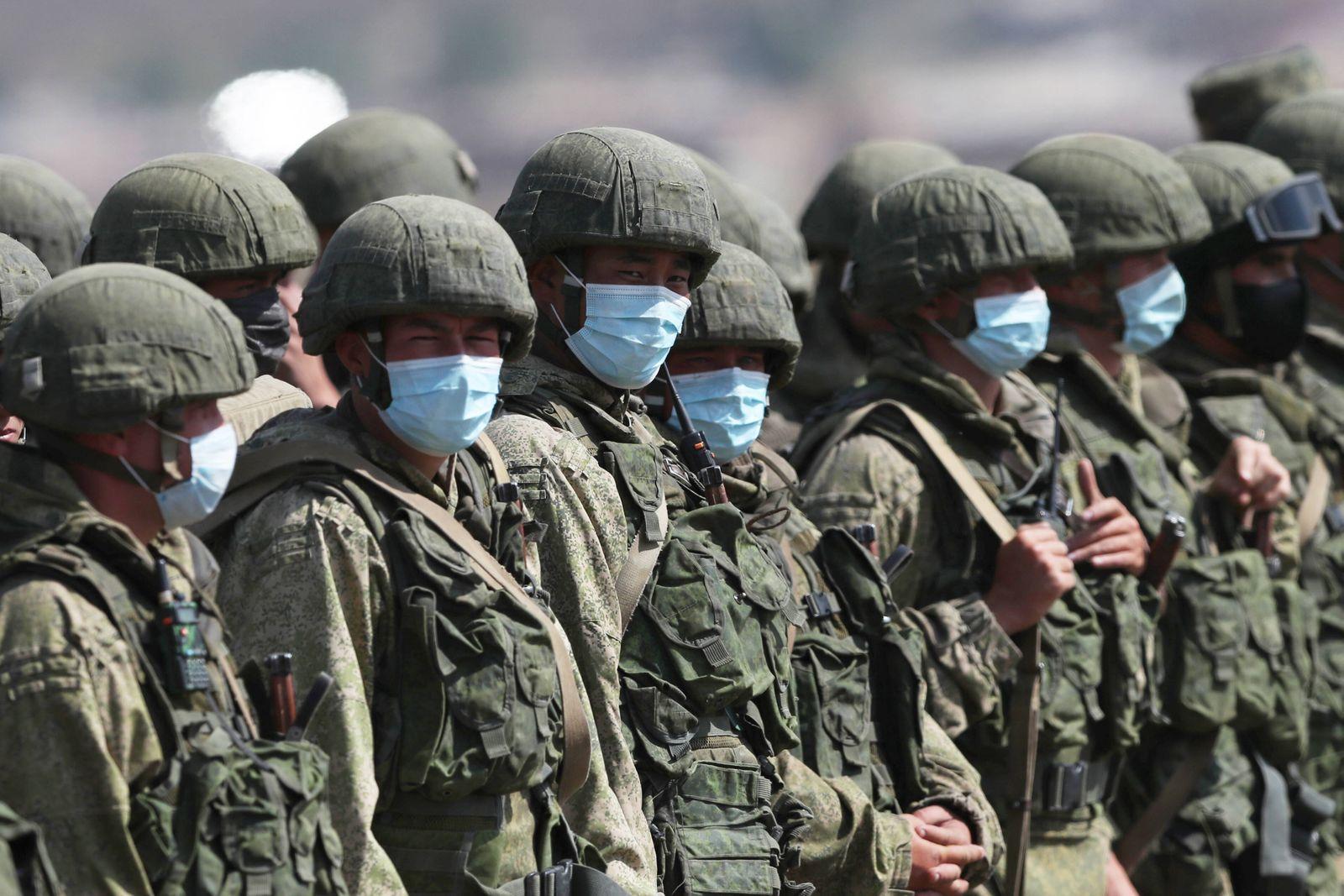 News Themen der Woche KW39 News Bilder des Tages ALAGYAZ, ARMENIA - SEPTEMBER 24, 2020: Servicemen from Armenia and Russ