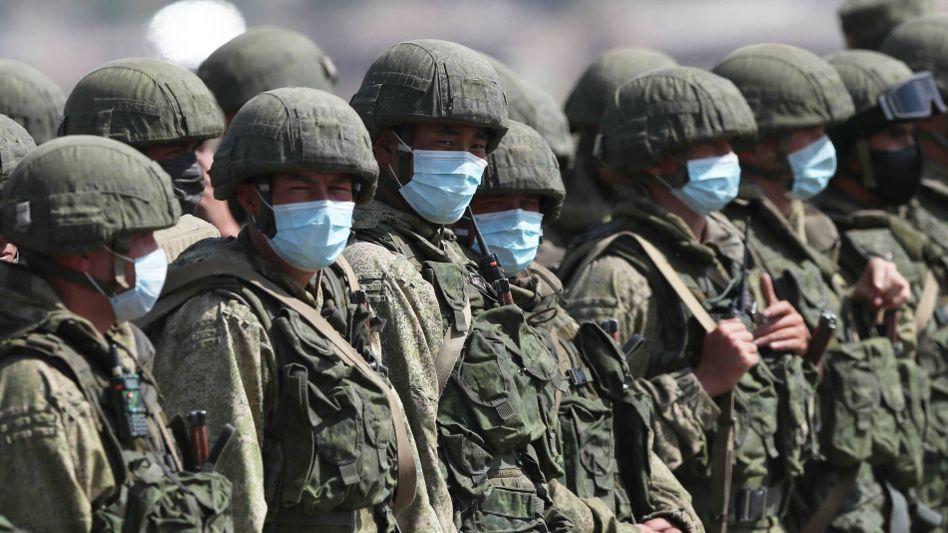 Armenische und russische Soldaten bei einer Militärübung (am 24. September)