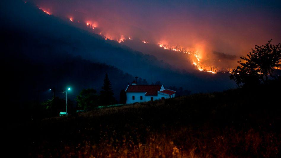 Bedrohliche Flammen: Feuer in Vale de Cuba (Foto vom 26. Juli)