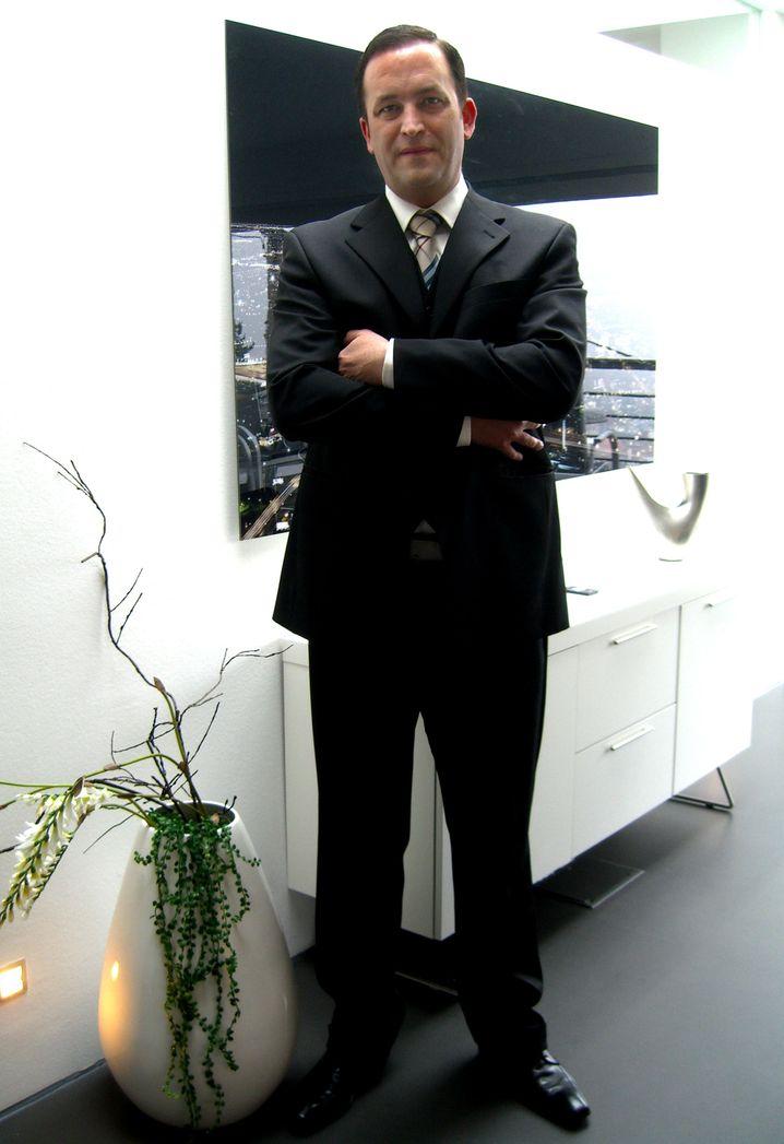 "Frank Weiß: Auf keinen Fall in die ""Anwaltsfabrik"""