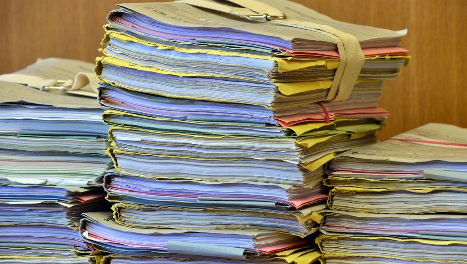 Aktenstapel im Bundesarbeitsgericht: Einsicht nur für Berufsjuristen