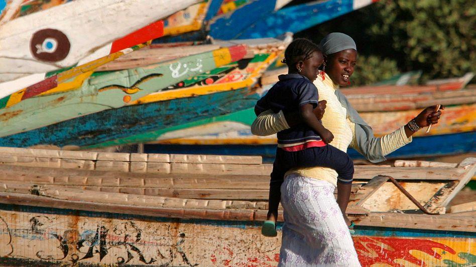 Im Senegal verschluckt das Meer ganze Fischerdörfer, die Menschen müssen sich an Extremwetter anpassen – das wirkt sich auch auf die Familienplanung aus