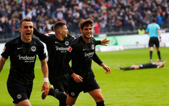 Filip Kostic, Luka Jovic und Goncalo Paciência (von links nach rechts)