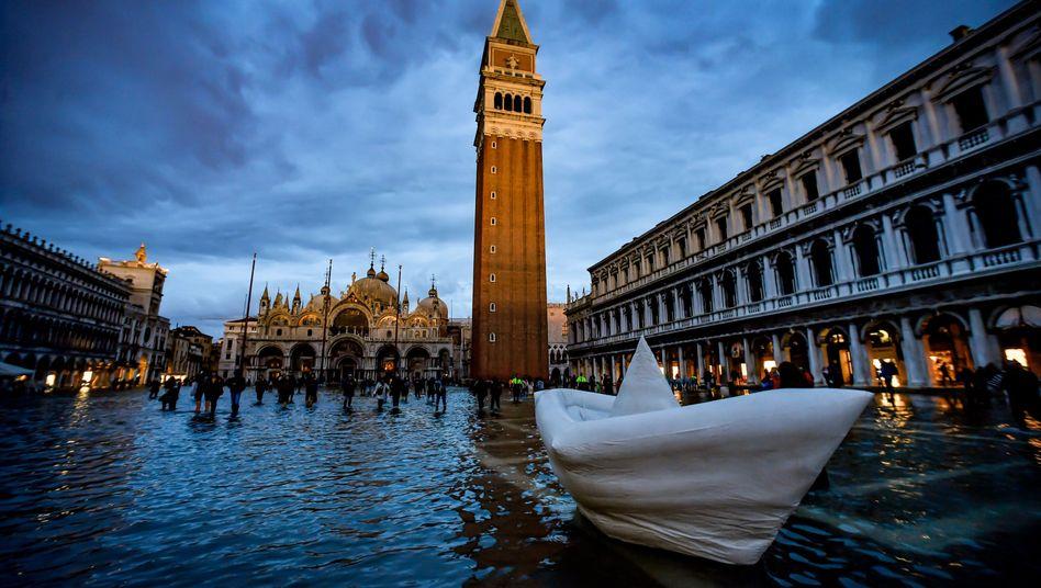Der überschwemmte Markusplatz in Venedig
