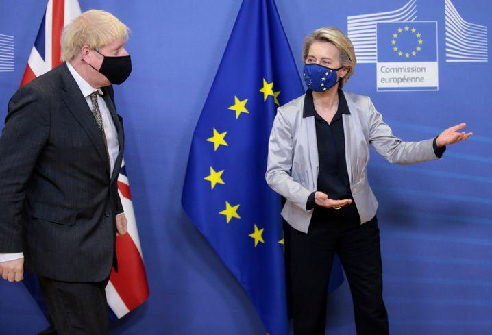 Boris Johnson und EU-Kommissionspräsidentin Ursula von der Leyen am 9. Dezember in Brüssel: Da geht's zur Tür
