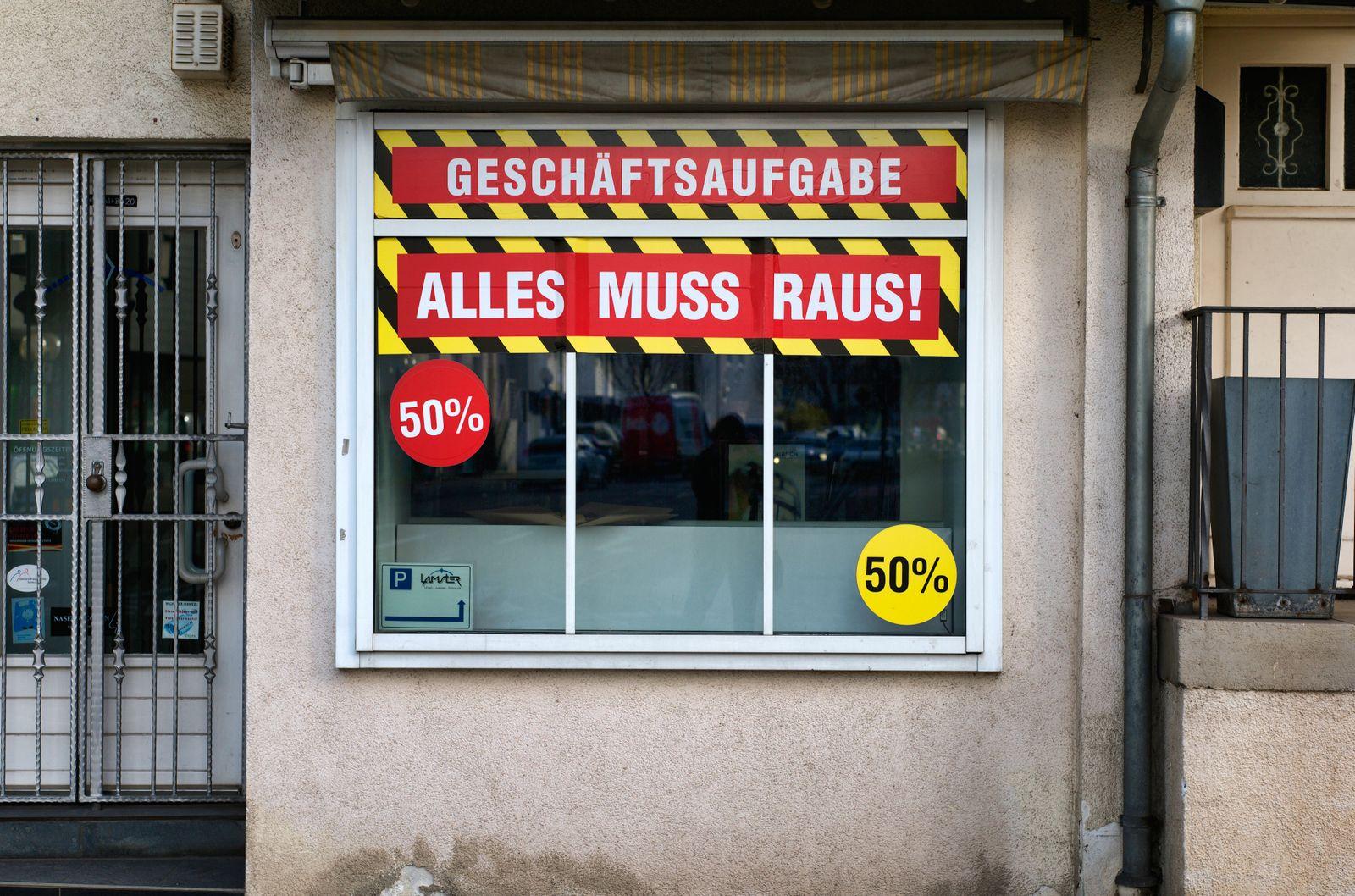 Geschäftsaufgabe, Rabattschlacht, Corona-Krise, Stuttgart, Baden-Württemberg, Deutschland Einzelhandel *** Going out of