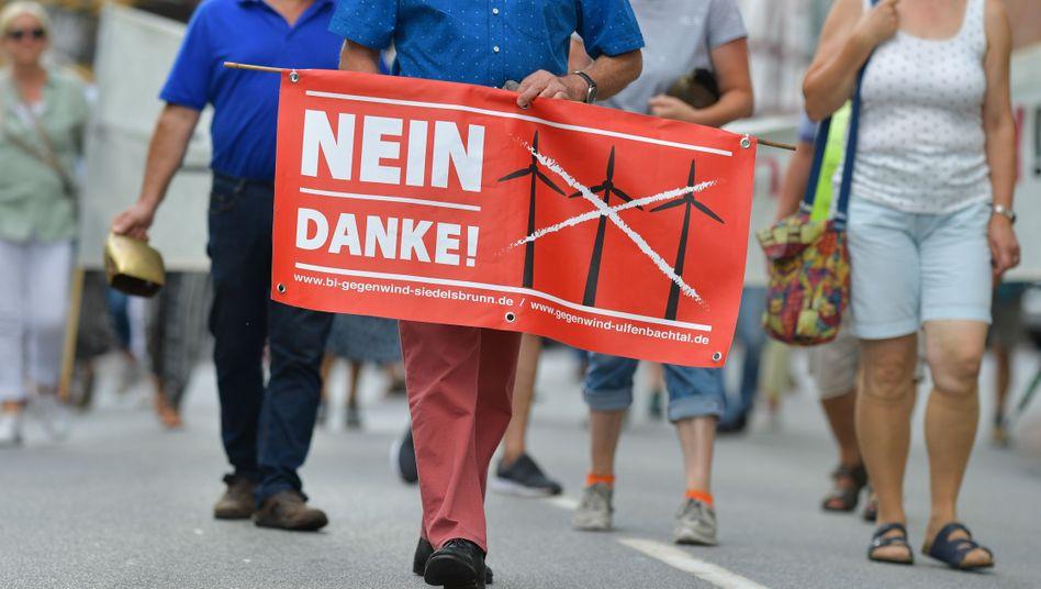 Protestmarsch von Windkraftgegnern (in Hessen)
