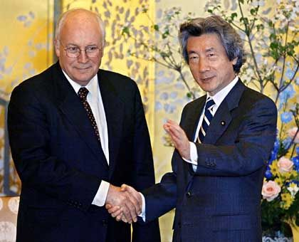 """Bush-Vize Cheney, japanischer Ministerpräsident Koizumi: """"Alle mögliche Unterstützung""""?"""