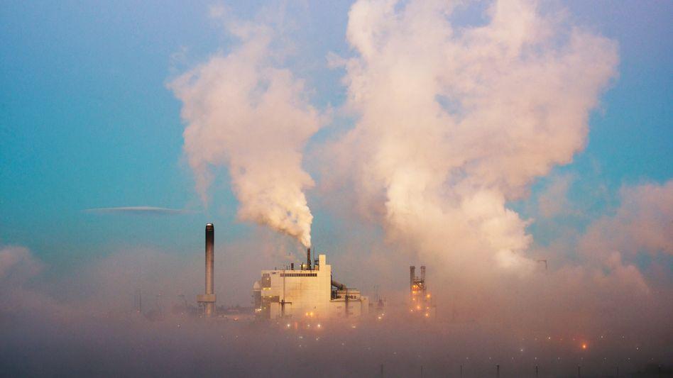 Fabrik in den USA: Der Ausstoß schädlicher Klimagase verteilt sich nicht gleichmäßig über die Welt