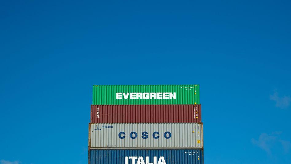 Container im Hamburger Hafen: Export übertrifft Import
