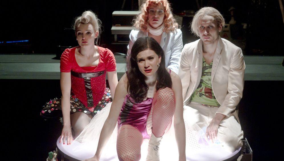 """Axolotl Roadkill"" im Theater: Die vierfache Mifti"