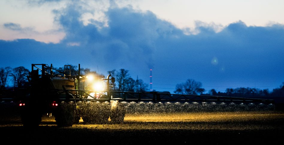 Einsatz von Stickstoffdünger: Grundstoff für ein wichtiges Treibhausgas