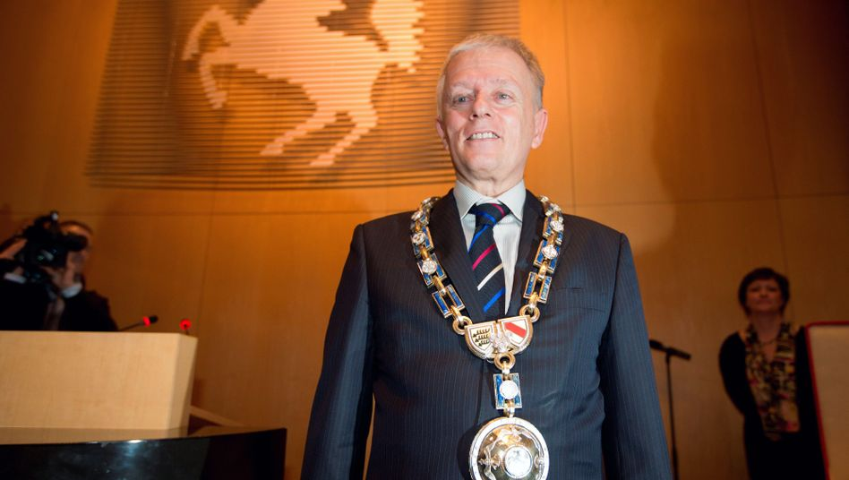 Kuhn mit Amtskette: Stuttgarts neuer Oberbürgermeister ist Grüner