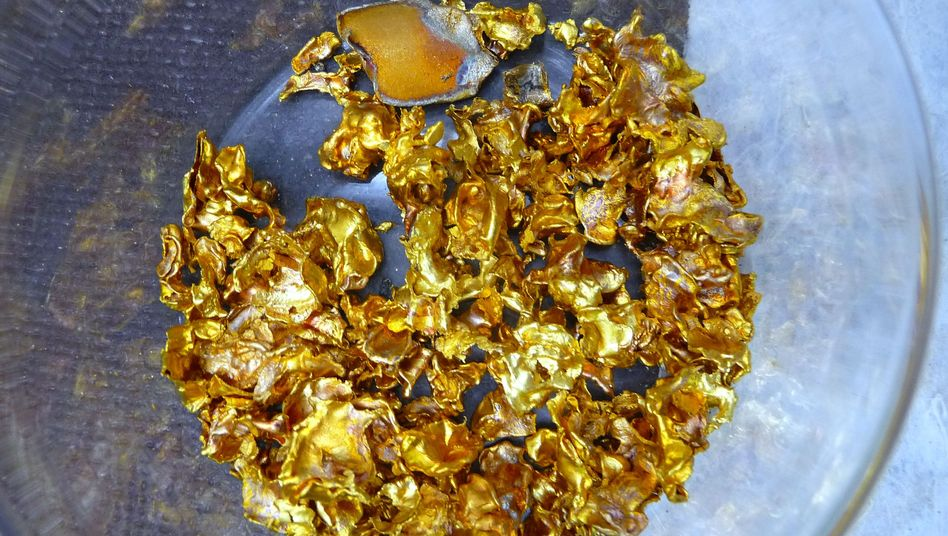 Gold in einer Schale
