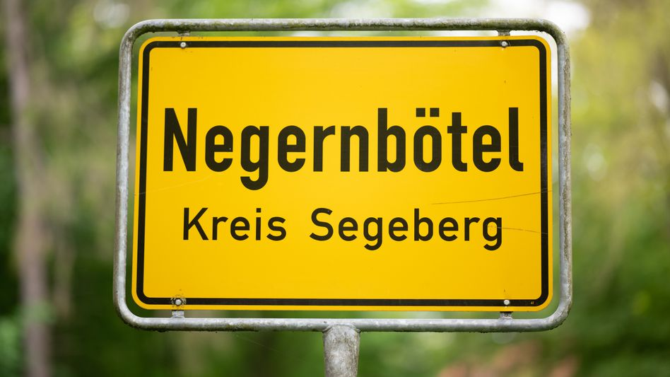 Ortsschild von Negernbötel – bald Näherbötel?