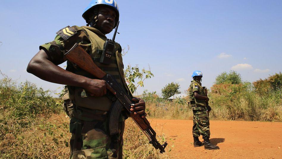 Uno-Blauhelm im Südsudan: Tausende Menschen suchen Zuflucht