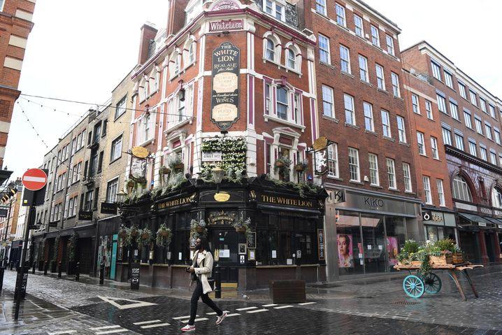 Der britische Premierminister Johnson hat die Öffnung der Außenbereiche von Pubs und Restaurants ab Montag kommender Woche bestätigt
