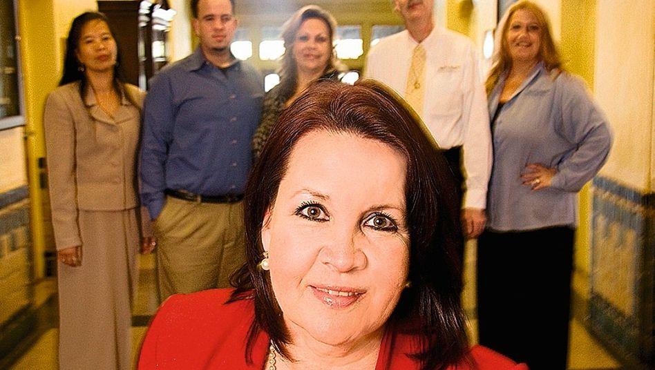 Gonzalez, Mitarbeiter