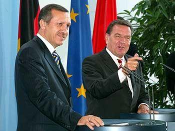 Türkischer Premier Erdogan, Kanzler Schröder: Maßgeblich ist der EU-Fahrplan