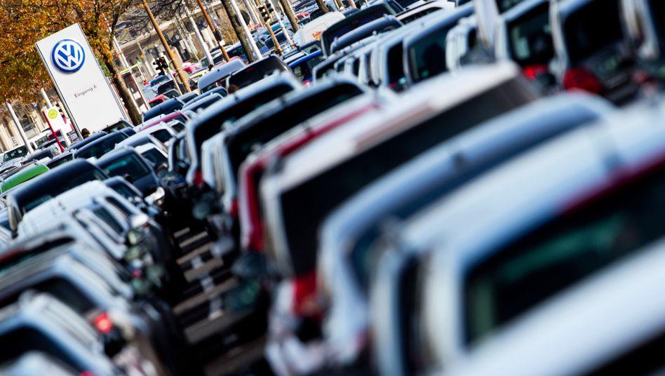 Volkswagen-Parkplatz in Wolfsburg: Schadensersatzforderungen von rund 460.000 Kunden