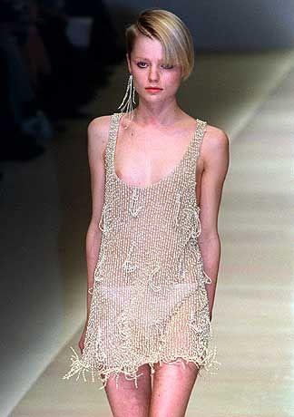 Poppige Perlenschnüre: Kleid-Kreation von Stella McCartney