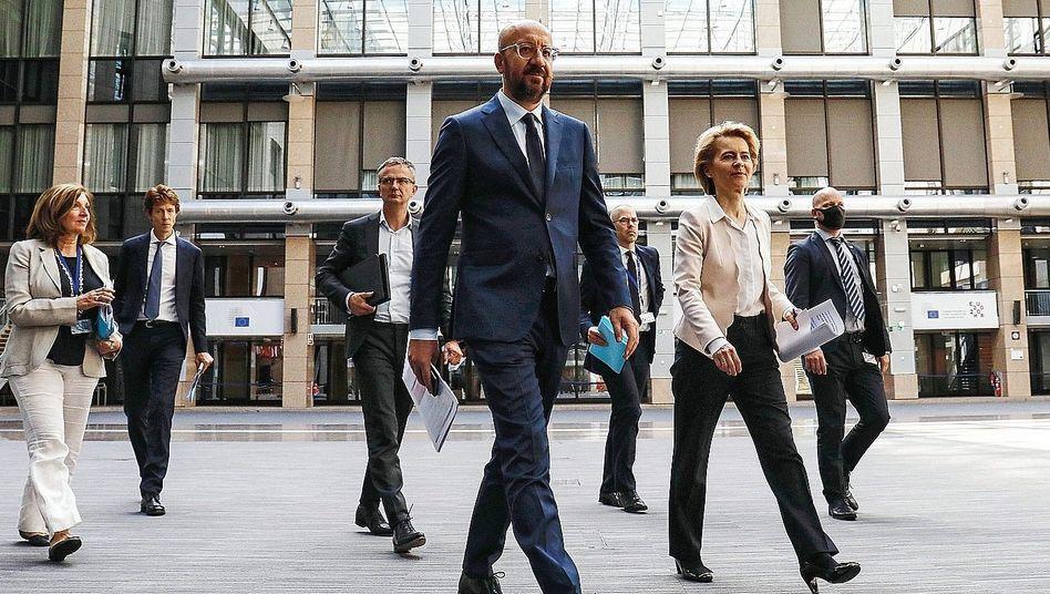 EU-Präsidenten Michel, von der Leyen:Ruppiger Start ins Amt