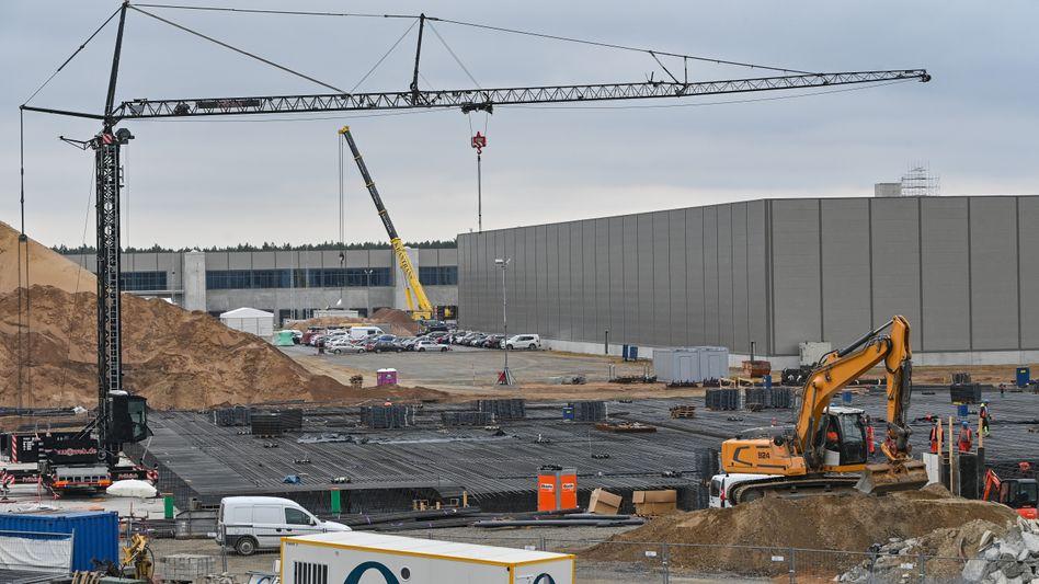 Die Baustelle des Autokonzerns in Grünheide: Tesla droht ein Bußgeld