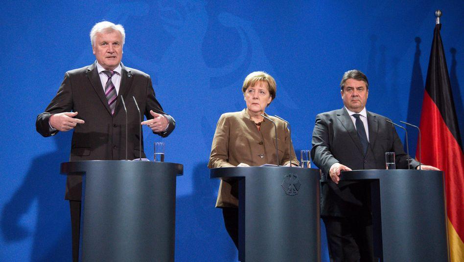 CSU-Vorsitzender Seehofer, Kanzlerin Merkel, SPD-Vorsitzender Gabriel (r.): Fortgesetzte Uneinigkeit