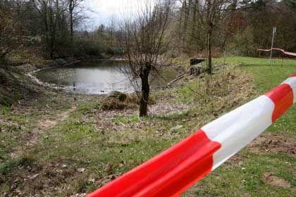 Abgesperrter Teich in Hamburg-Altona: Keine Hinweise auf Viren oder Bakterien