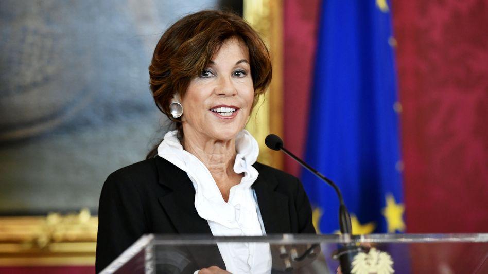 Brigitte Bierlein auf einer Pressekonferenz in Wien