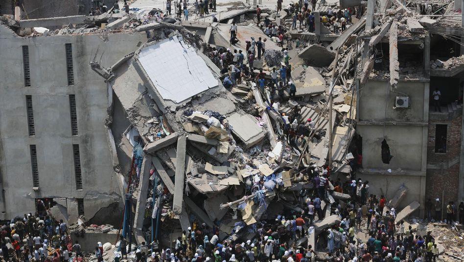 Rettungsarbeiten am Rana-Plaza-Gebäude (Archiv)