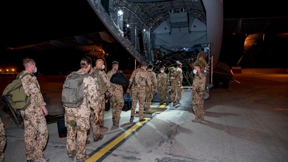 Bundeswehrsoldaten bei einem der letzten Abzugs-Flügen aus Afghanistan