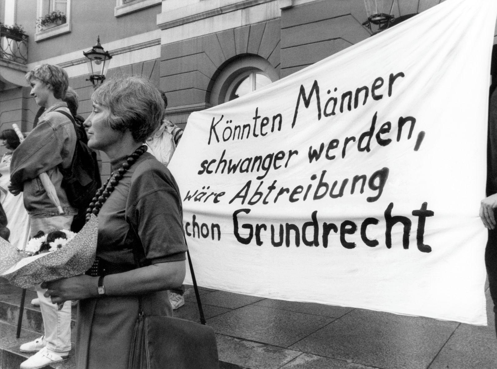 Urteil zum § 218 - Karlsruhe kippt Fristenregelung