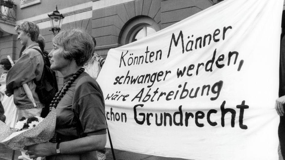Demonstration für das Recht auf Abtreibung in Karlsruhe (Mai 1993)