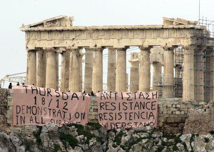 """Proteste in Athen: """"Widerstand"""", heißt es auf Transparenten"""