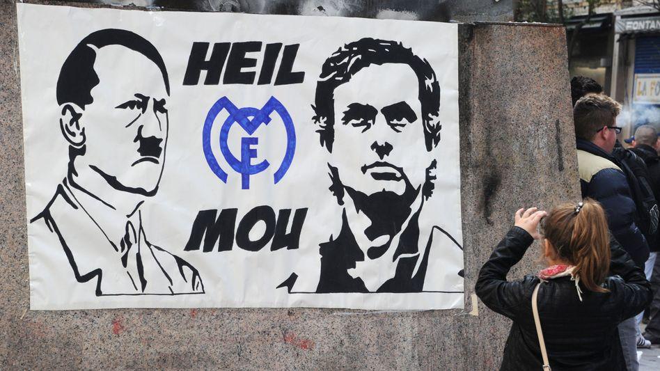 Plakat vor dem Stadion in Madrid: Geschmacklose Entgleisung