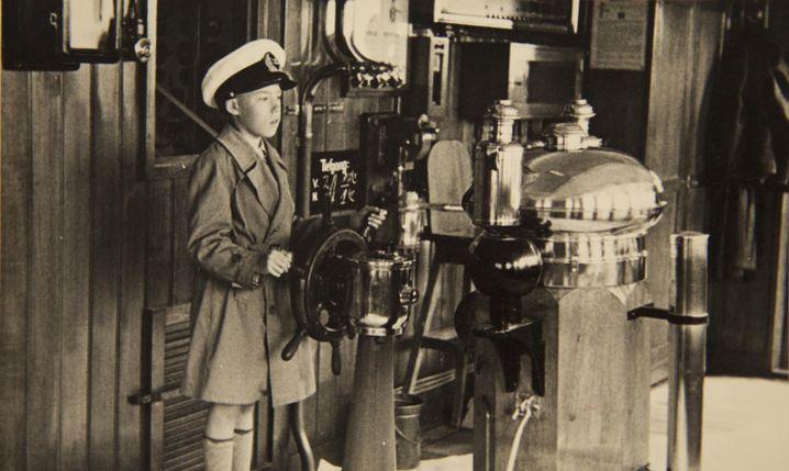 Rolf Schröder an Bord des Schiffes seines Vaters