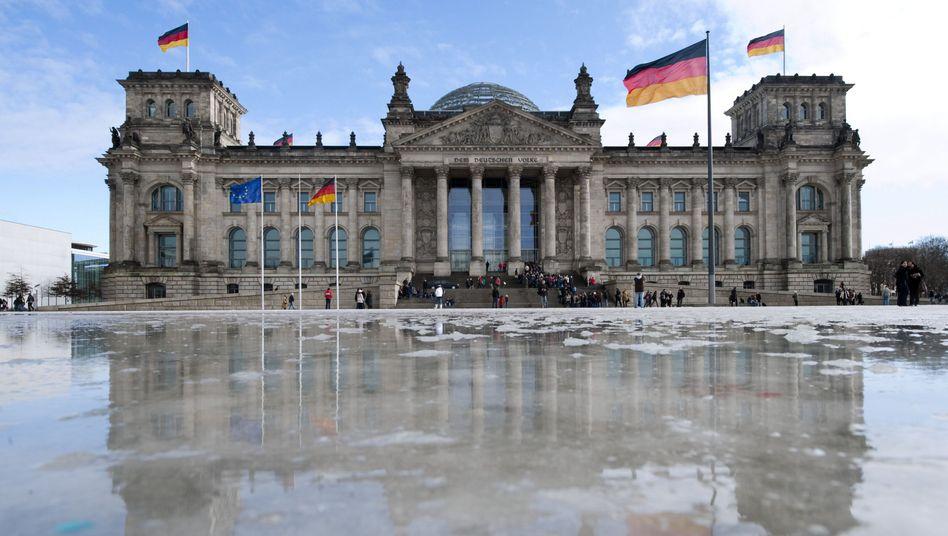 Sitz des Bundestags in Berlin: Politiker werden oft als Internet-Ausdrucker verlacht