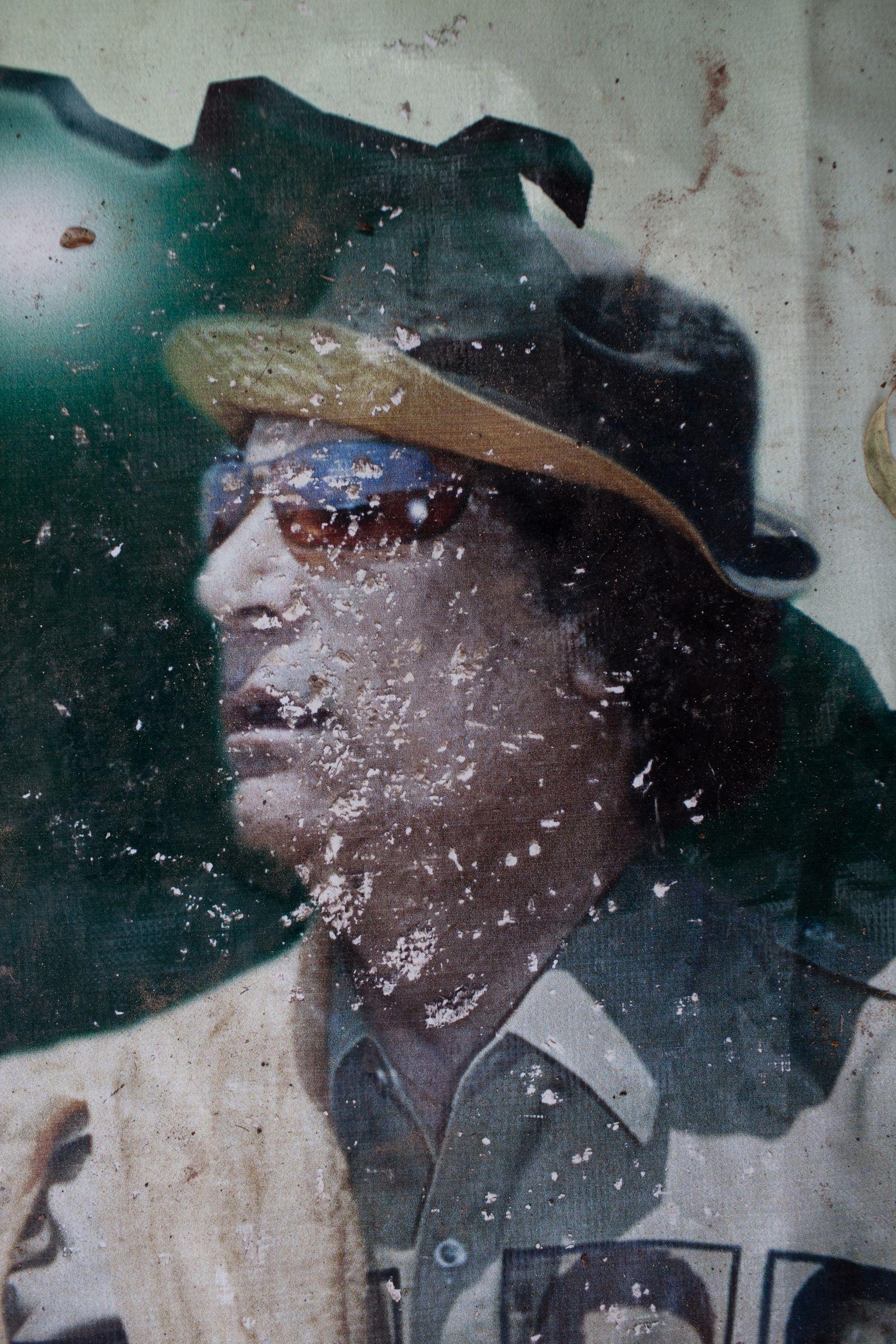 EINMALIGE VERWENDUNG SPIEGEL Plus 40/2017 Gaddafi Posters