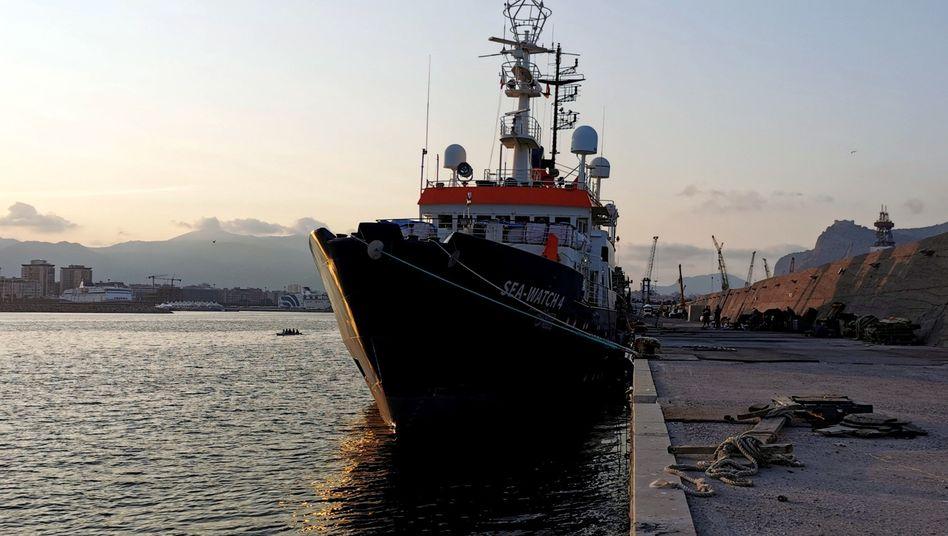 """Das deutsche Rettungsschiff """"Sea-Watch 4"""", das Ende September im Hafen von Palermo festgesetzt wurde"""