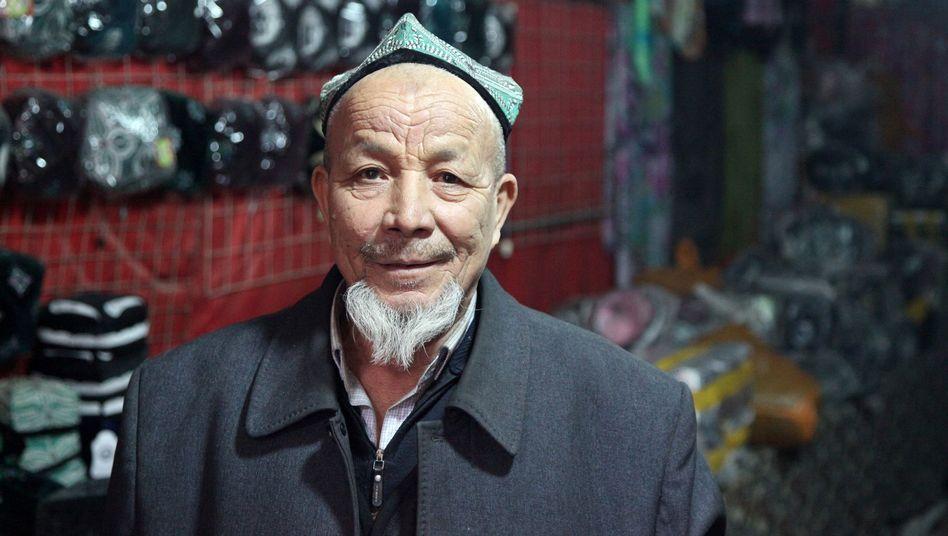 Huthändler mit Dopa-Kappe: Zeitweise fühlt man sich hier, als sei man nicht in China, sondern in einem orientalischen Land