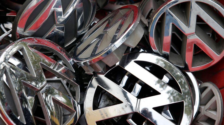 Volkswagen-Embleme: Mancher enttäuschte Kunde dürfte künftig andere Autos kaufen