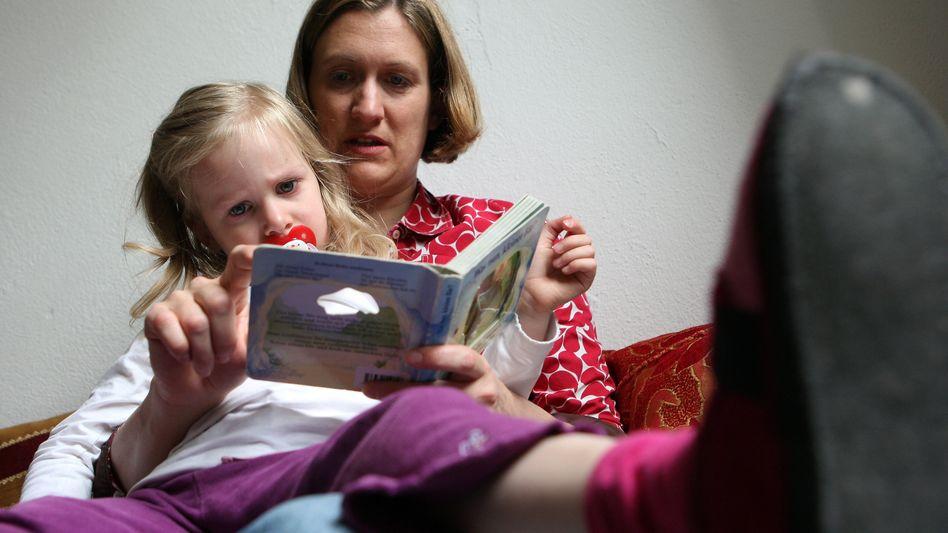 Mutter mit Kind: Christdemokraten wollen mit Darlehen Anreiz zum Kinderkriegen schaffen