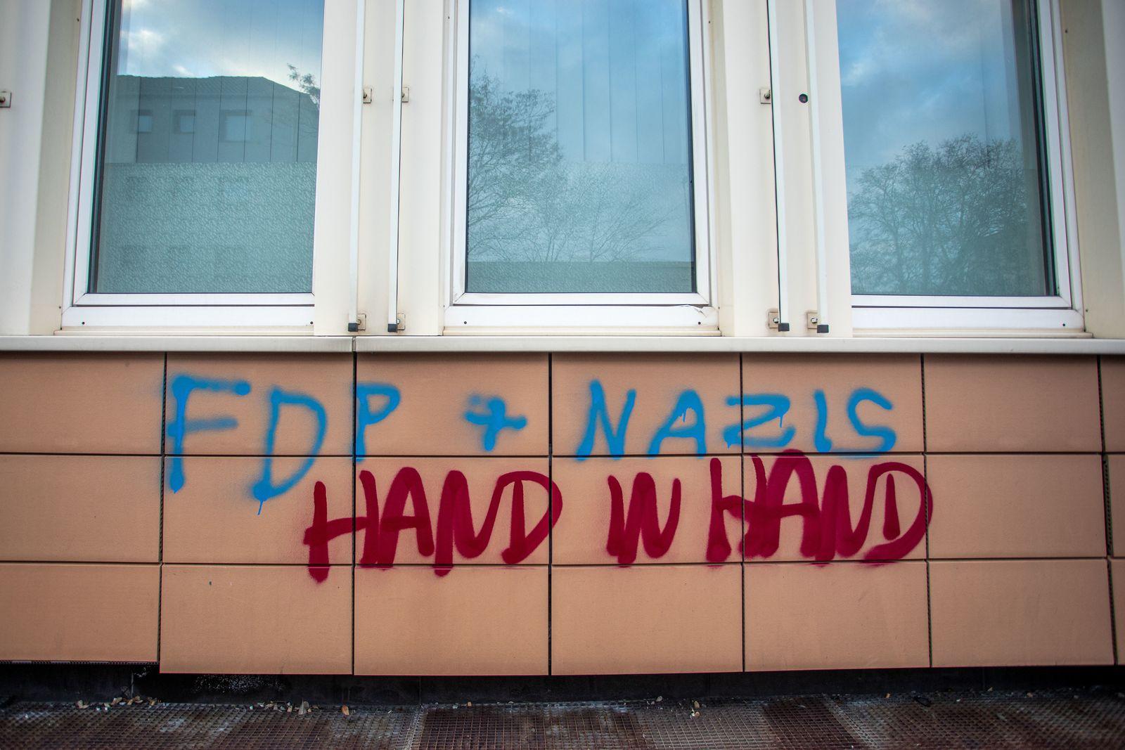 FDP-Büros mit Parolen beschmiert