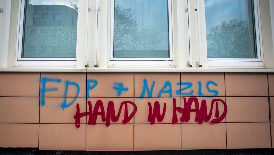 Schmiererei am Haus des FDP-Kreisverbands in Duisburg