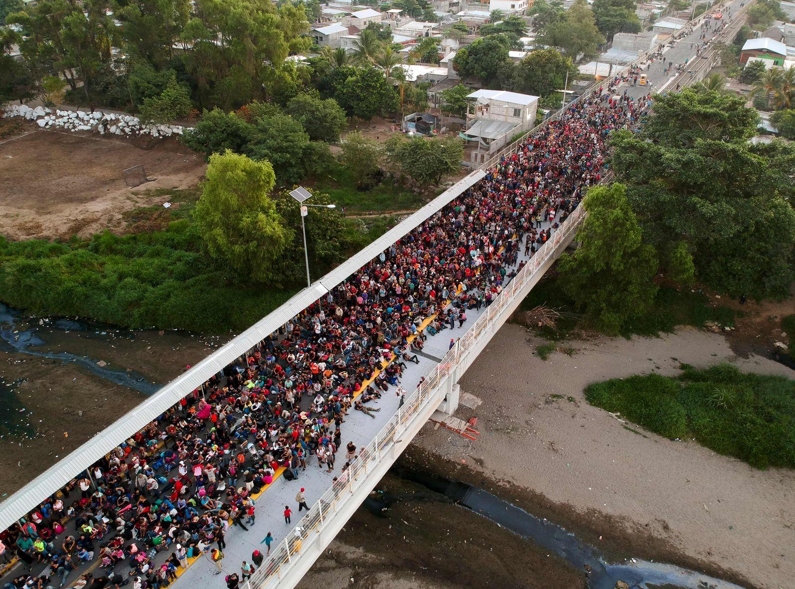 TOPSHOT-GUATEMALA-MEXICO-HONDURAS-US-MIGRATION-CARAVAN