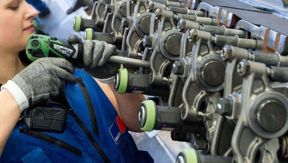 Angestellte in einem Motorenwerk: Schwellenländer verlangen nach deutschen Waren