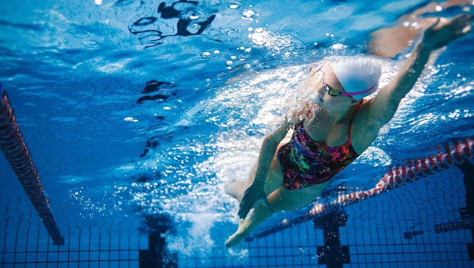 Die 16-Jährige ist Leistungsschwimmerin und abgesehen von einer Asthma-Erkrankung eigentlich gesund (Symbolbild)
